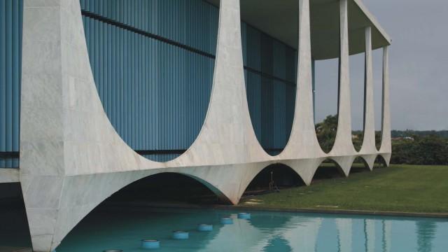 Katalog: Architekt Oscar Niemeyer, Brasília / Politik Juscelino Kubitschek, Brasília – Slovo muže